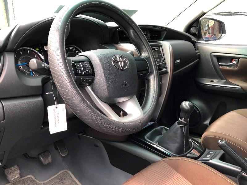 Bán Toyota Fortuner đời 2017, màu trắng, nhập khẩu, số sàn-4
