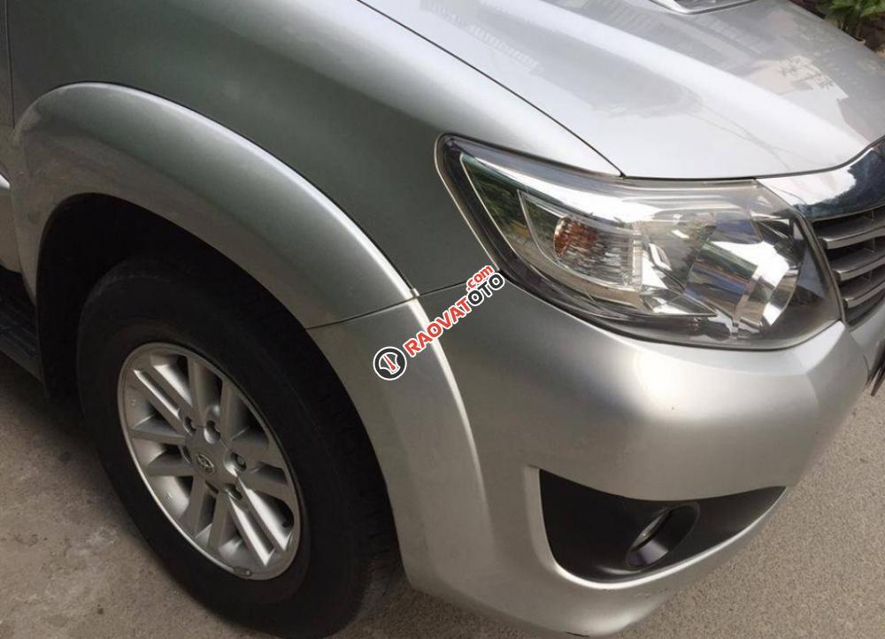 Cần bán chiếc Toyota Fortuner 2.5G MT 2014, máy dầu màu bạc, zin cực chất-0