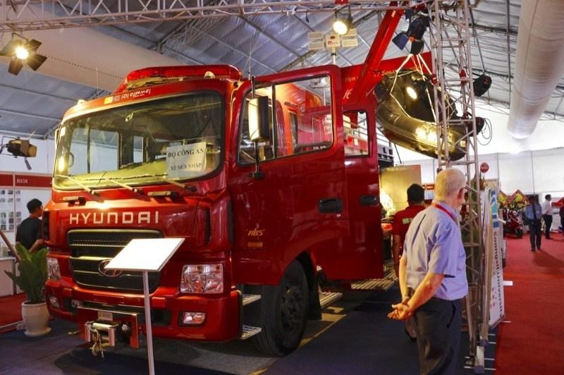 Bán Hyundai HD đời 2017, màu đỏ, nhập khẩu nguyên chiếc-3