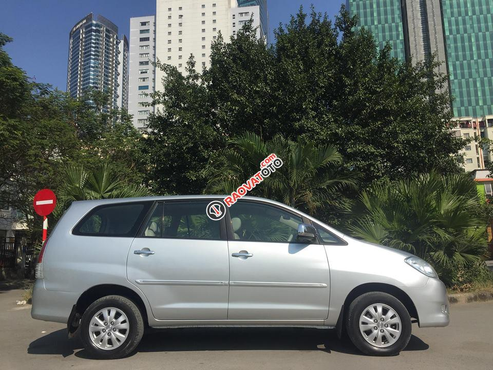 Bán Toyota Innova 2.0 G năm 2010 chính chủ, xe gia đình sử dụng-2