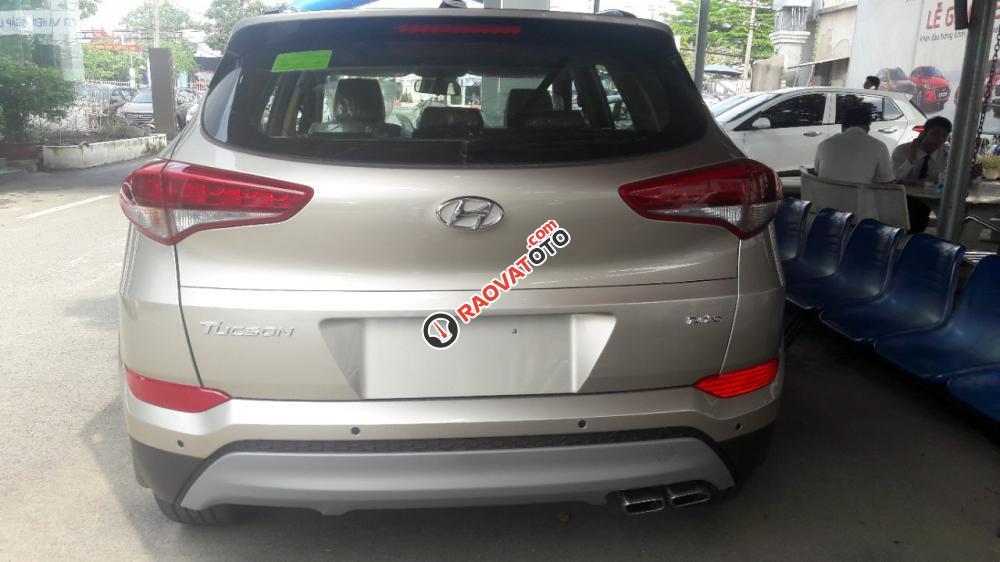 Hyundai Tucson 2.0AT bản đặc biệt màu vàng kim độc lạ, tặng gói phụ kiện giá trị 20 triệu-2