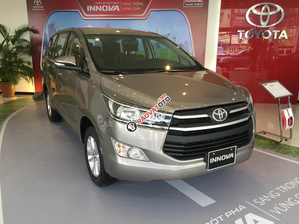 Bán Toyota Innova model 2018 chính hãng-1