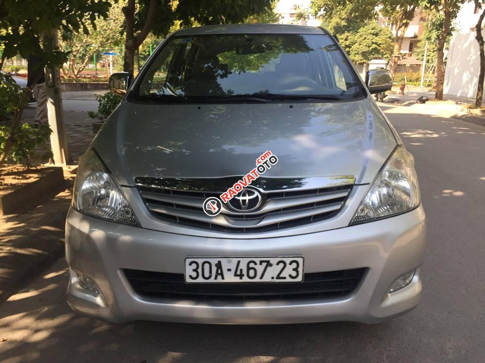 Bán Toyota Innova 2.0 G năm 2010 chính chủ, xe gia đình sử dụng-6