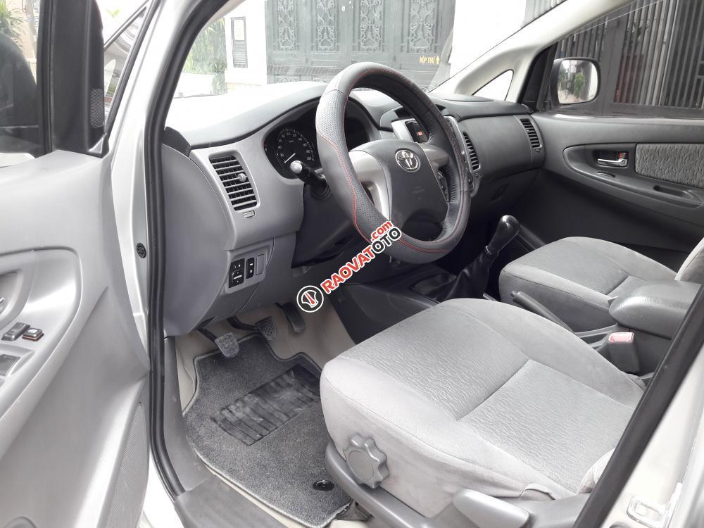 Bán ô tô Toyota Innova E đời 2013, màu bạc-8