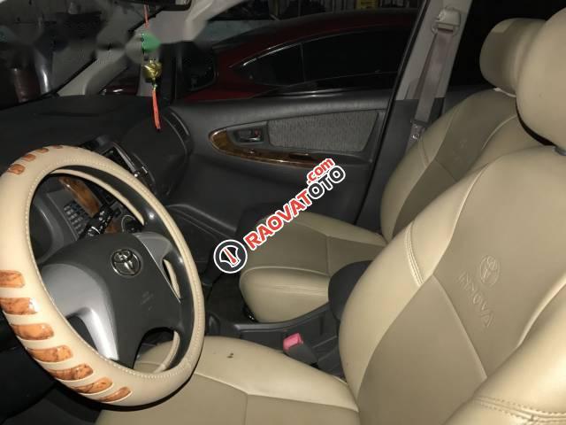 Bán xe Toyota Innova E đời 2013, màu bạc số sàn, giá chỉ 490 triệu-4