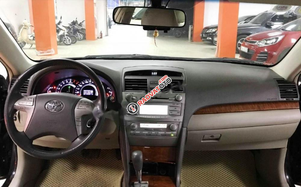 Bán ô tô Toyota Camry 2.4G đời 2011, màu đen số tự động, giá 635tr-6