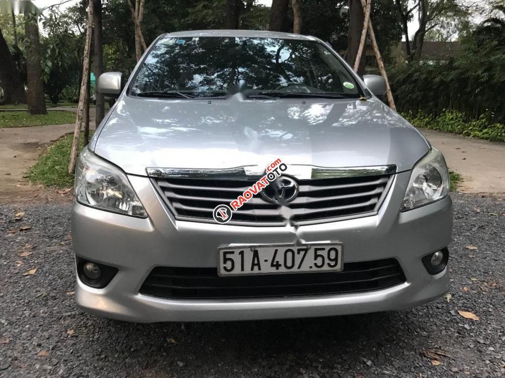 Cần bán Toyota Innova đời 2012, màu bạc-0