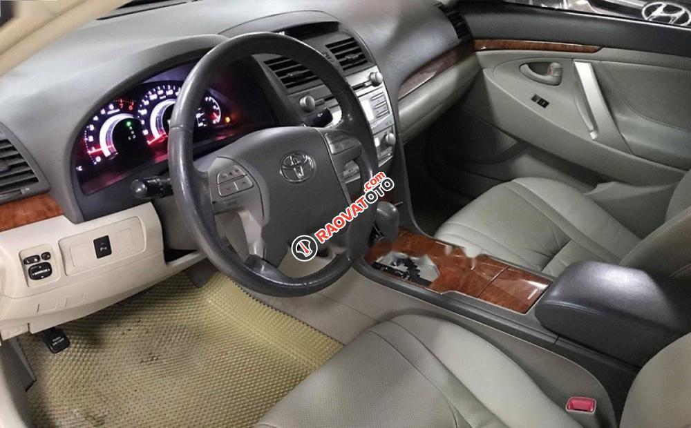 Bán ô tô Toyota Camry 2.4G đời 2011, màu đen số tự động, giá 635tr-7