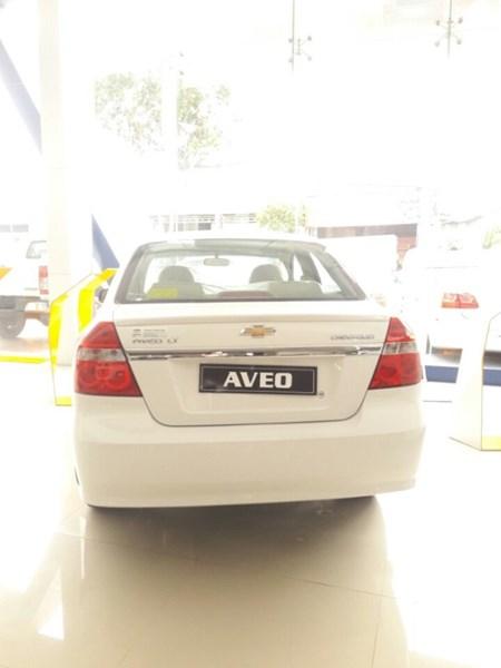 Bán xe Chevrolet Aveo đời 2017, màu trắng, nhập khẩu-5