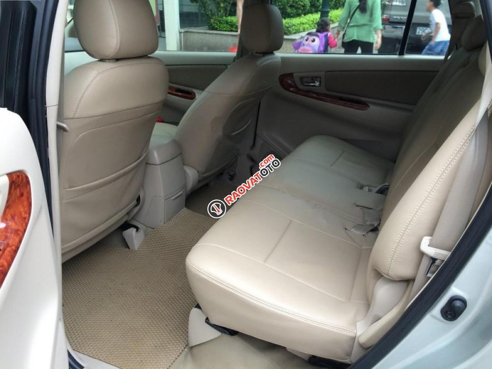 Cần bán xe Toyota Innova đời 2008, màu bạc-1