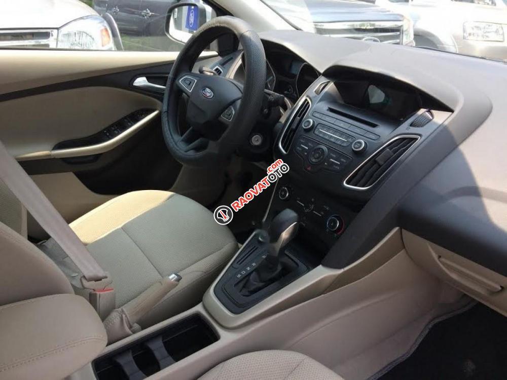 Bán xe Ford Focus đời 2017, màu bạc-1
