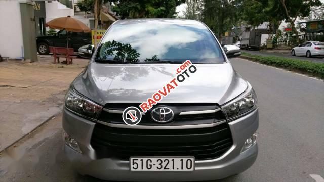 Cần bán Toyota Innova đời 2017, màu bạc số tự động-1