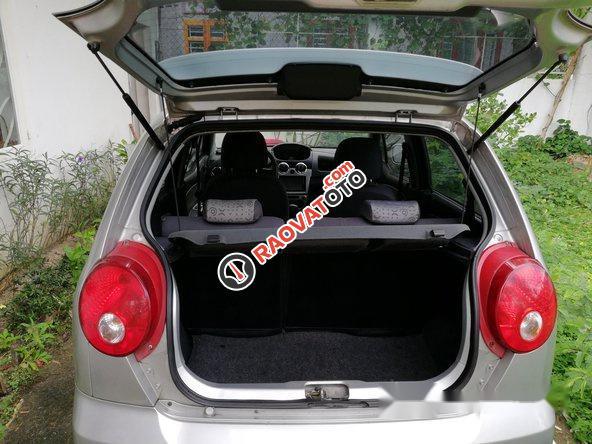 Cần bán lại xe Chevrolet Spark năm 2010, màu bạc số tự động-0