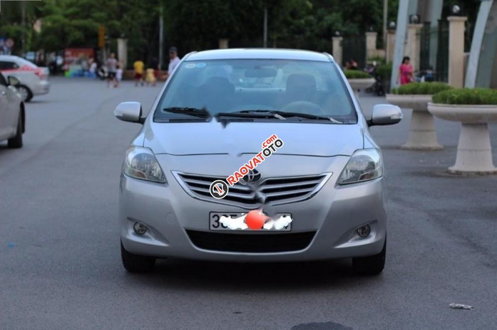 Cần bán Toyota Vios năm 2010, màu bạc chính chủ giá cạnh tranh-0