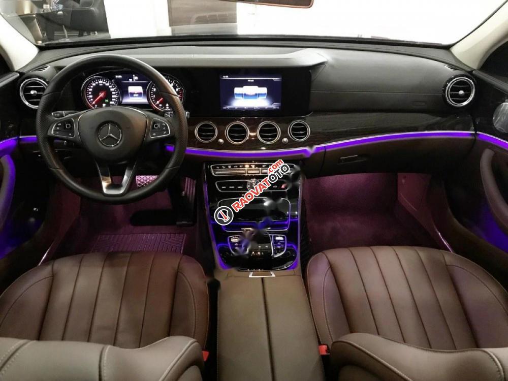 Bán xe Mercedes năm 2017, màu xanh lam-4