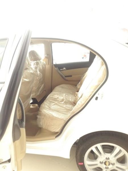 Bán xe Chevrolet Aveo đời 2017, màu trắng, nhập khẩu-4