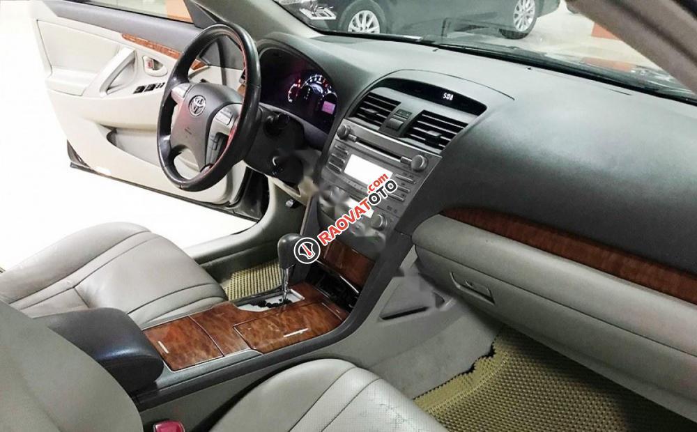 Bán ô tô Toyota Camry 2.4G đời 2011, màu đen số tự động, giá 635tr-8