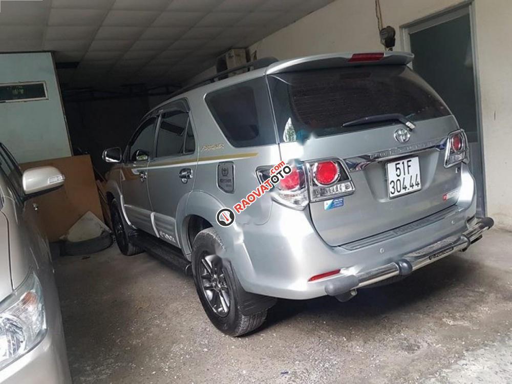 Bán Toyota Fortuner 2.7V 4x4 AT 2015, màu bạc như mới, giá tốt-1