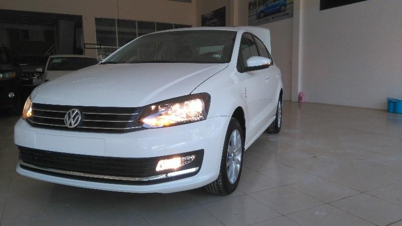 Bán Volkswagen Polo đời 2015, màu trắng, xe nhập giá cạnh tranh-2