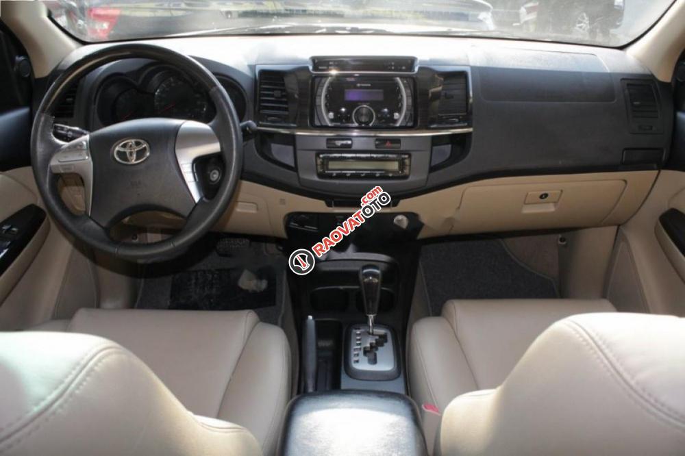 Bán Toyota Fortuner 2.7V 4X2, đời 2016, màu đen số tự động, 910tr-2