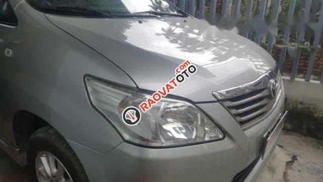 Bán xe Toyota Innova sản xuất 2012, màu bạc, giá tốt-0