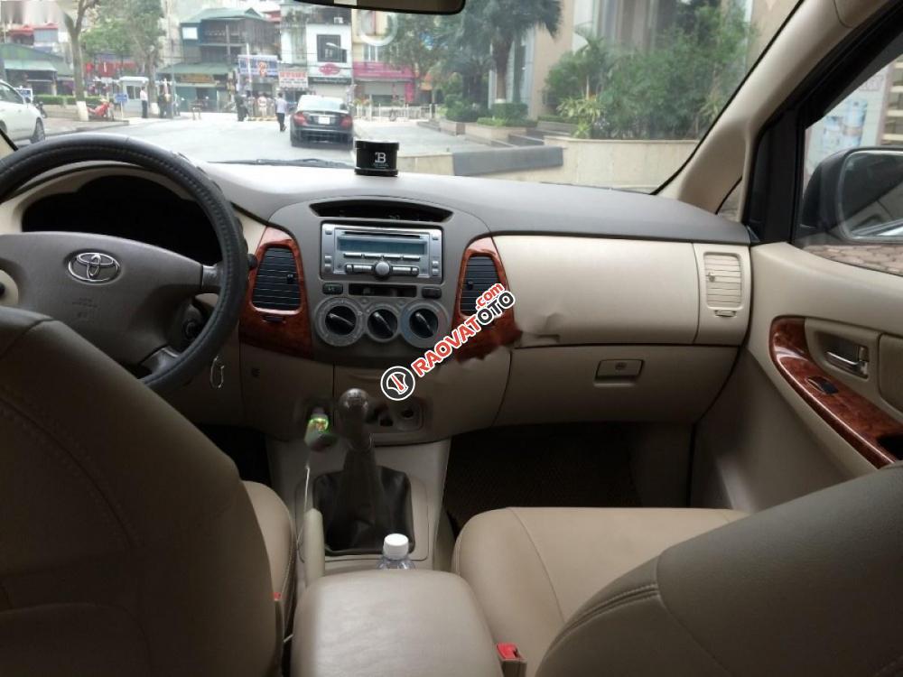 Cần bán xe Toyota Innova đời 2008, màu bạc-3