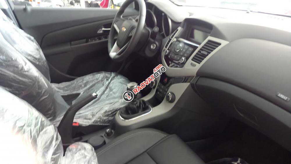 Bán Chevrolet Cruze LT 1.6.2018, khuyến mãi cực lớn, trả trước 10% nhận ngay xe có đủ màu xe giao xe ngay-2
