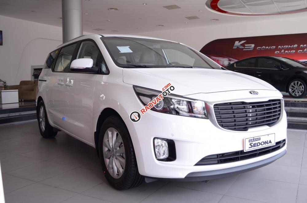 Bán xe Kia Sedona đời 2018, màu trắng Nha Trang-3