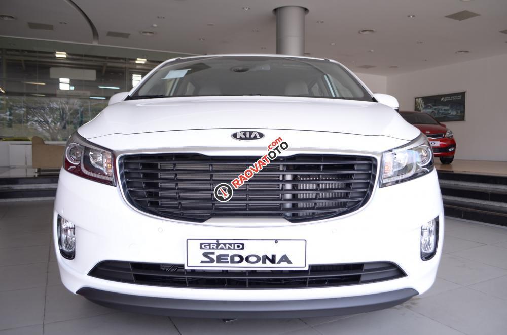 Bán xe Kia Sedona đời 2018, màu trắng Nha Trang-6