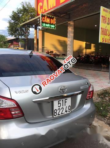 Cần bán Toyota Vios 2010, màu bạc-1