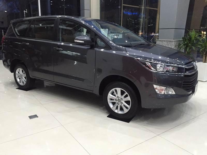 Bán Toyota Innova năm 2017, màu đen, nhập khẩu chính hãng, 675 triệu-14