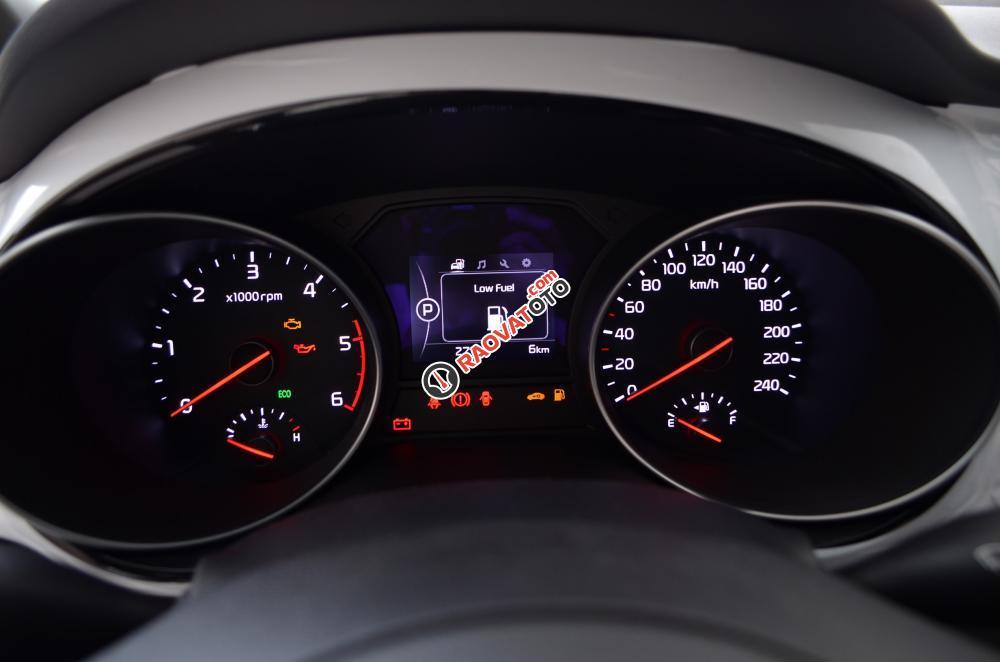 Bán xe Kia Sedona đời 2018, màu trắng Nha Trang-13