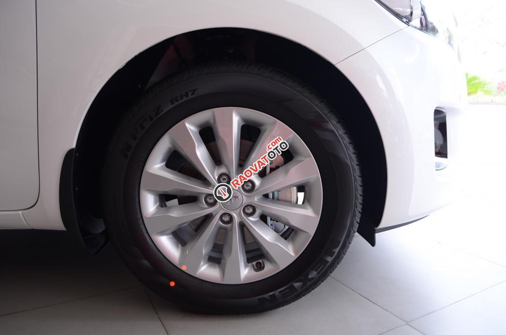 Bán xe Kia Sedona đời 2018, màu trắng Nha Trang-18