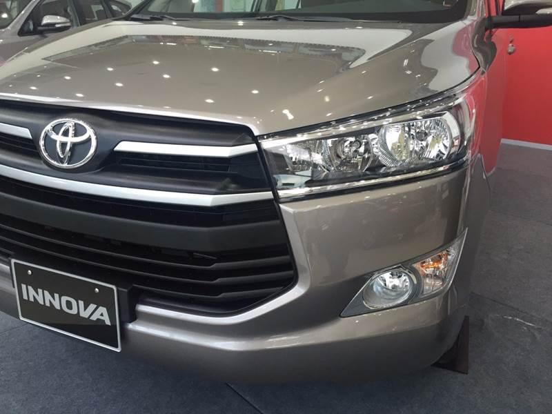 Bán Toyota Innova năm 2017, màu đen, nhập khẩu chính hãng, 675 triệu-11