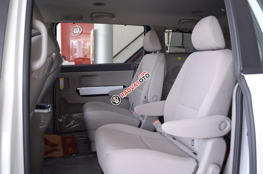 Bán xe Kia Sedona đời 2018, màu trắng Nha Trang-10