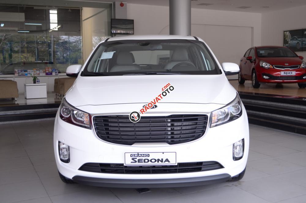 Bán xe Kia Sedona đời 2018, màu trắng Nha Trang-2