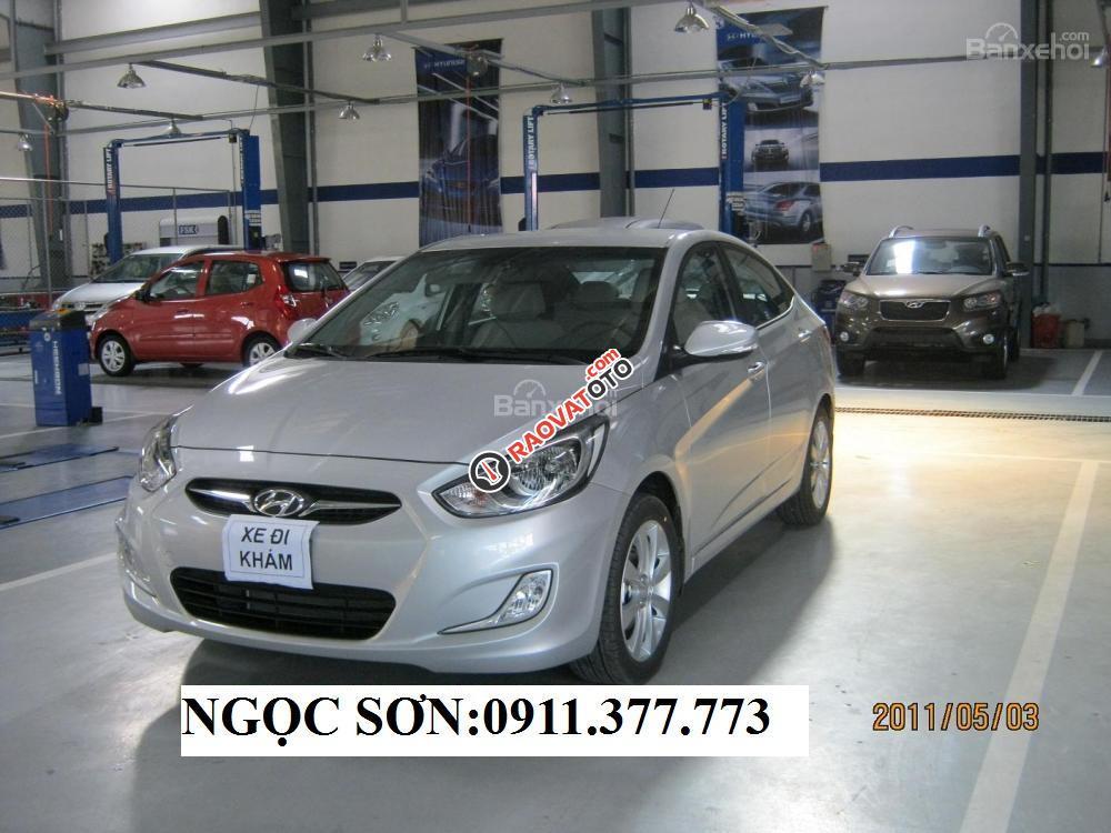 Bán Hyundai Accent mới model 2017, màu bạc, nhập khẩu, giá chỉ 471 triệu, liên hệ Ngọc Sơn: 0911.377.773-2