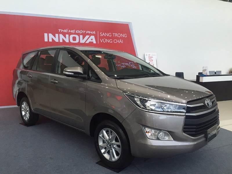 Bán Toyota Innova năm 2017, màu đen, nhập khẩu chính hãng, 675 triệu-17