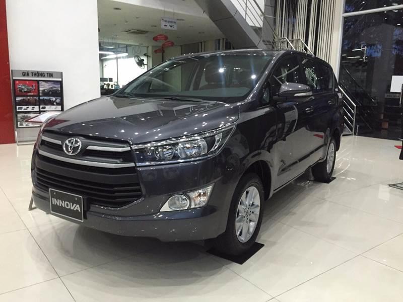 Bán Toyota Innova năm 2017, màu đen, nhập khẩu chính hãng, 675 triệu-16