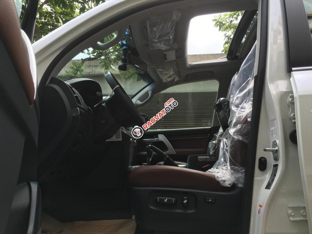 Cần bán Toyota Land Cruiser V8.4.6 bản VXR sản xuất 2018, màu trắng, nhập khẩu nguyên chiếc-18