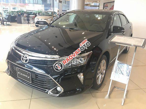 Bán Toyota Camry sản xuất 2017, màu đen-0