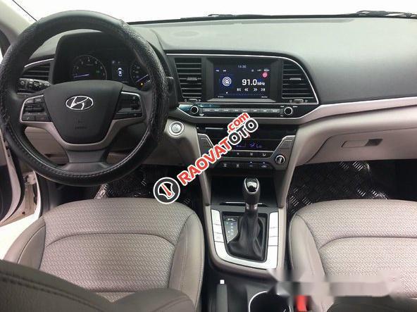 Bán Hyundai Elantra 1.6AT 2016, màu trắng như mới, giá tốt-2