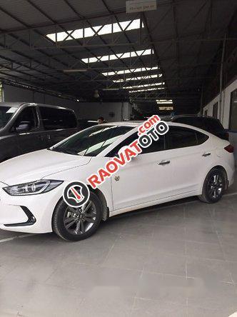Bán Hyundai Elantra 1.6AT 2016, màu trắng như mới, giá tốt-9