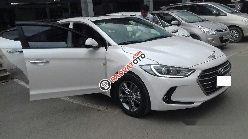 Bán Hyundai Elantra 1.6AT 2016, màu trắng như mới, giá tốt-7