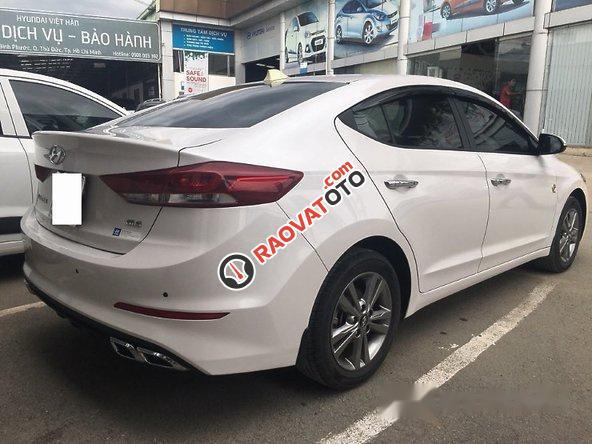 Bán Hyundai Elantra 1.6AT 2016, màu trắng như mới, giá tốt-0