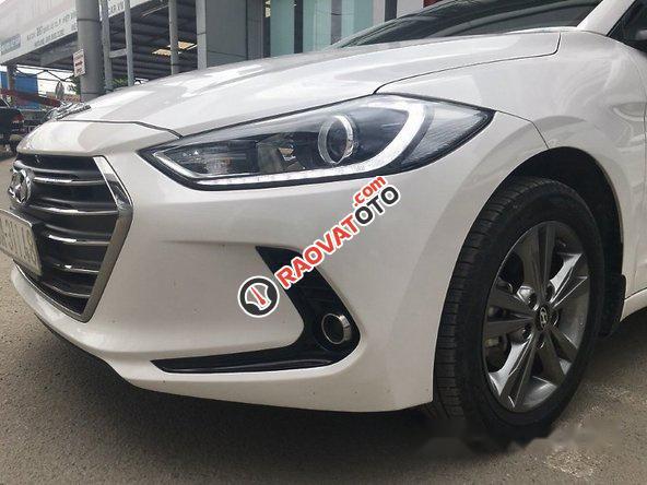 Bán Hyundai Elantra 1.6AT 2016, màu trắng như mới, giá tốt-6