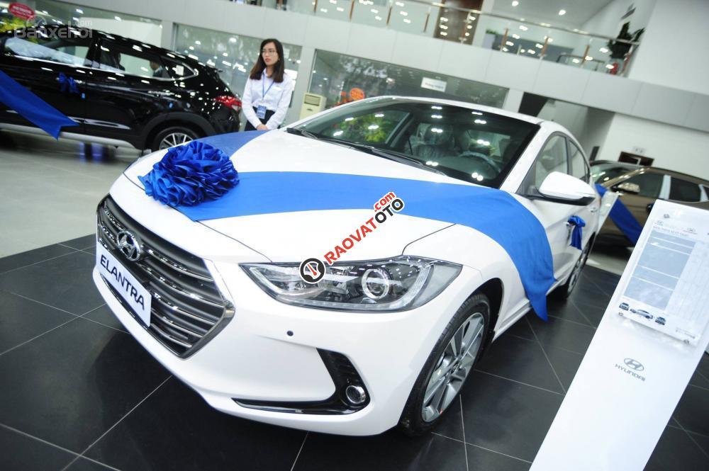 (Hyundai Trường Chinh) cần bán Hyundai Elantra 2017, màu trắng, nhiều màu giao ngay, Lh: 097.88.77.754 giá tốt-0