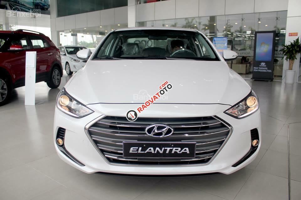 (Hyundai Trường Chinh) cần bán Hyundai Elantra 2017, màu trắng, nhiều màu giao ngay, Lh: 097.88.77.754 giá tốt-1