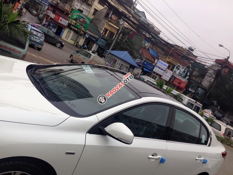 Cần bán xe Samsung SM5 XE đời 2015, màu trắng-7