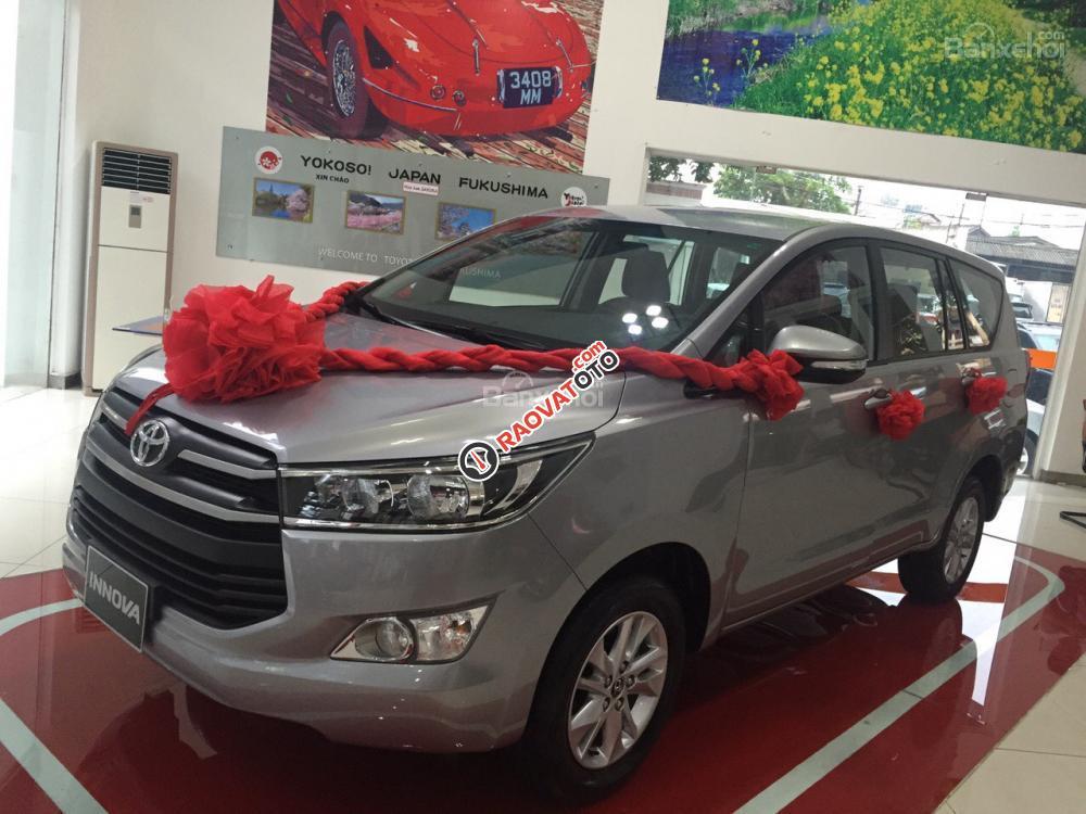 Bán Toyota Innova 2.0E, màu bạc, cam kết giá tốt nhất - LH: 0902485139-2